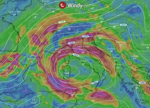 Meteo, ancora piogge e temporali nel weekend: le zone interessate