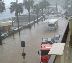 Nubifragio: Vigili del Fuoco a lavoro, pioggia torrenziale in città, fiumi di fango e strade allagate. Altri temporali in arrivo nelle prossime ore