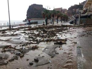 Maltempo al sud: violentissimo nubifragio manda sott'acqua la città del meridione. La pioggia non sta smettendo di cadere e la situazione è critica in alcune zone