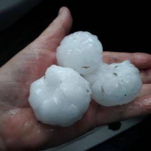 Maltempo al sud: tempesta di grandine nella famosa località del meridione. Agricoltura in ginocchio, adesso si contano i danni. Numerosi gli allagamenti