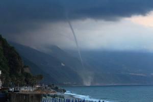 Tromba marina a Bagnara Calabra, provincia di Reggio Calabria - foto Mimma Laurendi