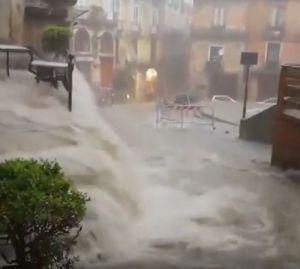 Maltempo: nubifragi a ripetizione al sud. Violentissimo temporale allaga la città e costringe all'evacuazione alcune famiglie. Vigili del Fuoco super impegnati