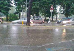 Maltempo: nubifragio con grandine colpisce la città del centro. La conta dei danni continua
