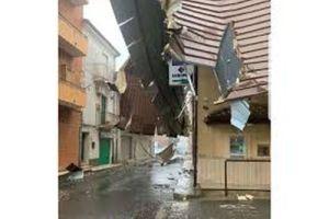 Tornado in Calabria: Cutro devastata. Molte le auto e le abitazioni gravemente danneggiate