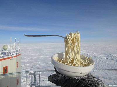 Gelo e neve in Italia con le temperature stamani fino a -20 gradi in montagna. Foto ciro-mollaian