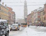 Condizioni meteo in peggioramento con neve in pianura al Nord, nella foto Parma innevata - gazzettadiparma.it