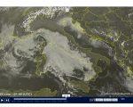 Nebbie e nubi basse sull'Italia ma anche sole e smog - sat24.com