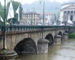 Peggiora il tempo a Torino con piogge diffuse. Foto la stampa
