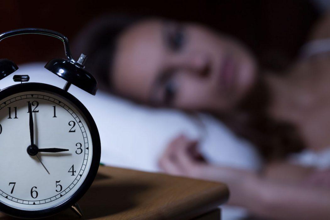 Niente smartphone la sera per dormire bene