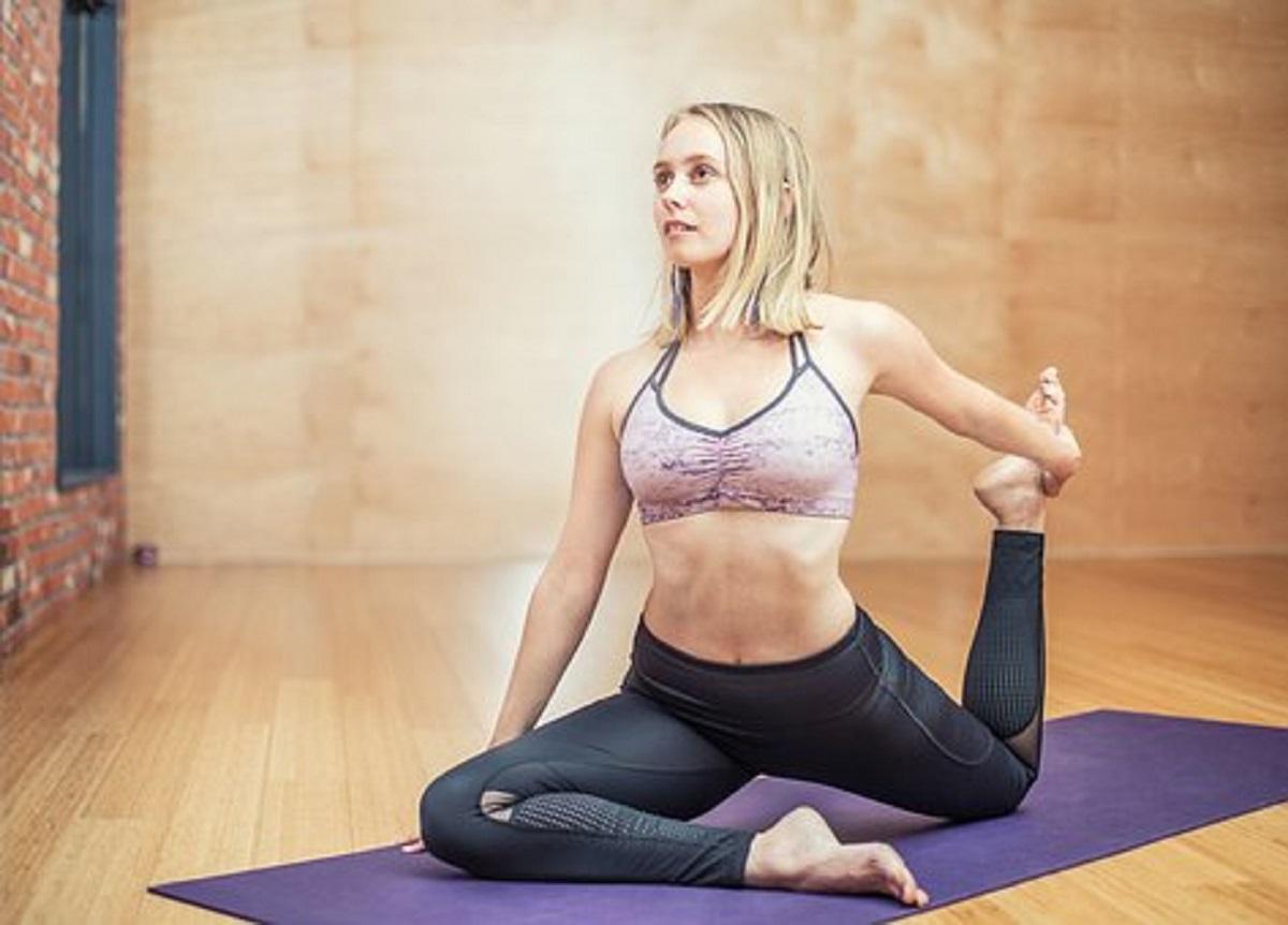 yoga per ridurre il grasso intorno alla vita