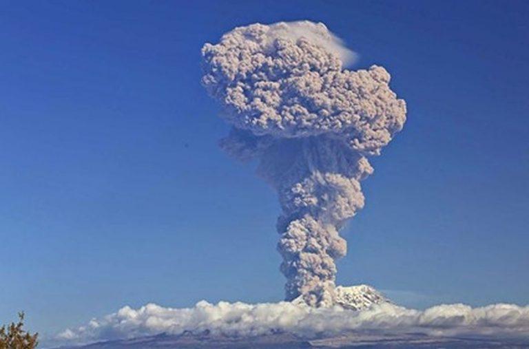 E' una delle eruzioni vulcaniche più potenti degli ultimi anni: è stata raggiunta la stratosfera. Ecco il video dalla Russia