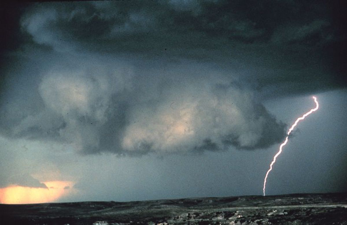 Wall cloud, immagine di repertorio fonte Wikipedia.