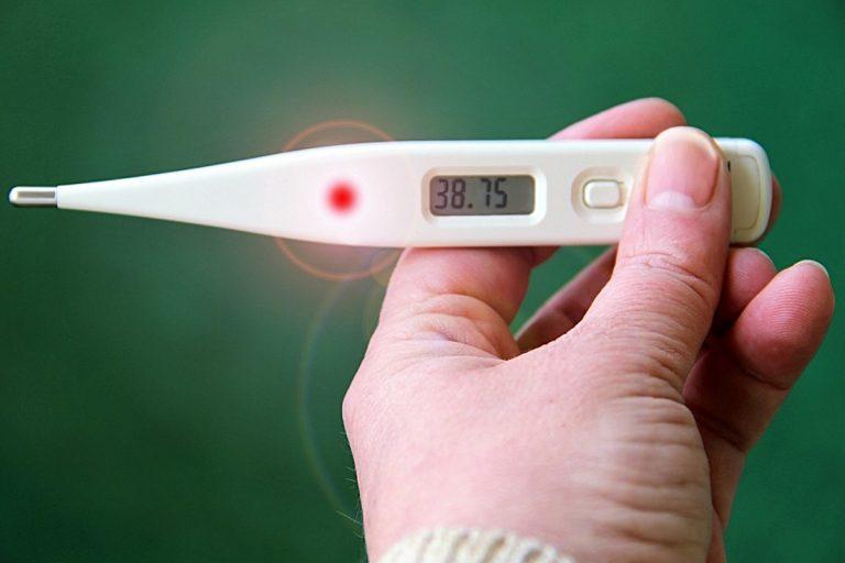 Il coronavirus si può prendere contemporaneamente all'influenza: ecco la verità