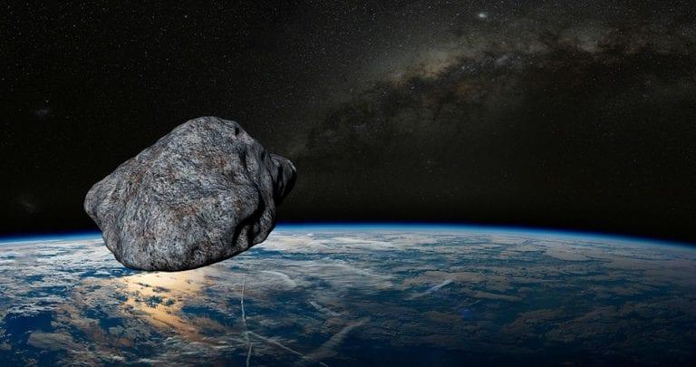 Asteroide grande come un campo da calcio sorvola la Terra, ecco tutti i dettagli