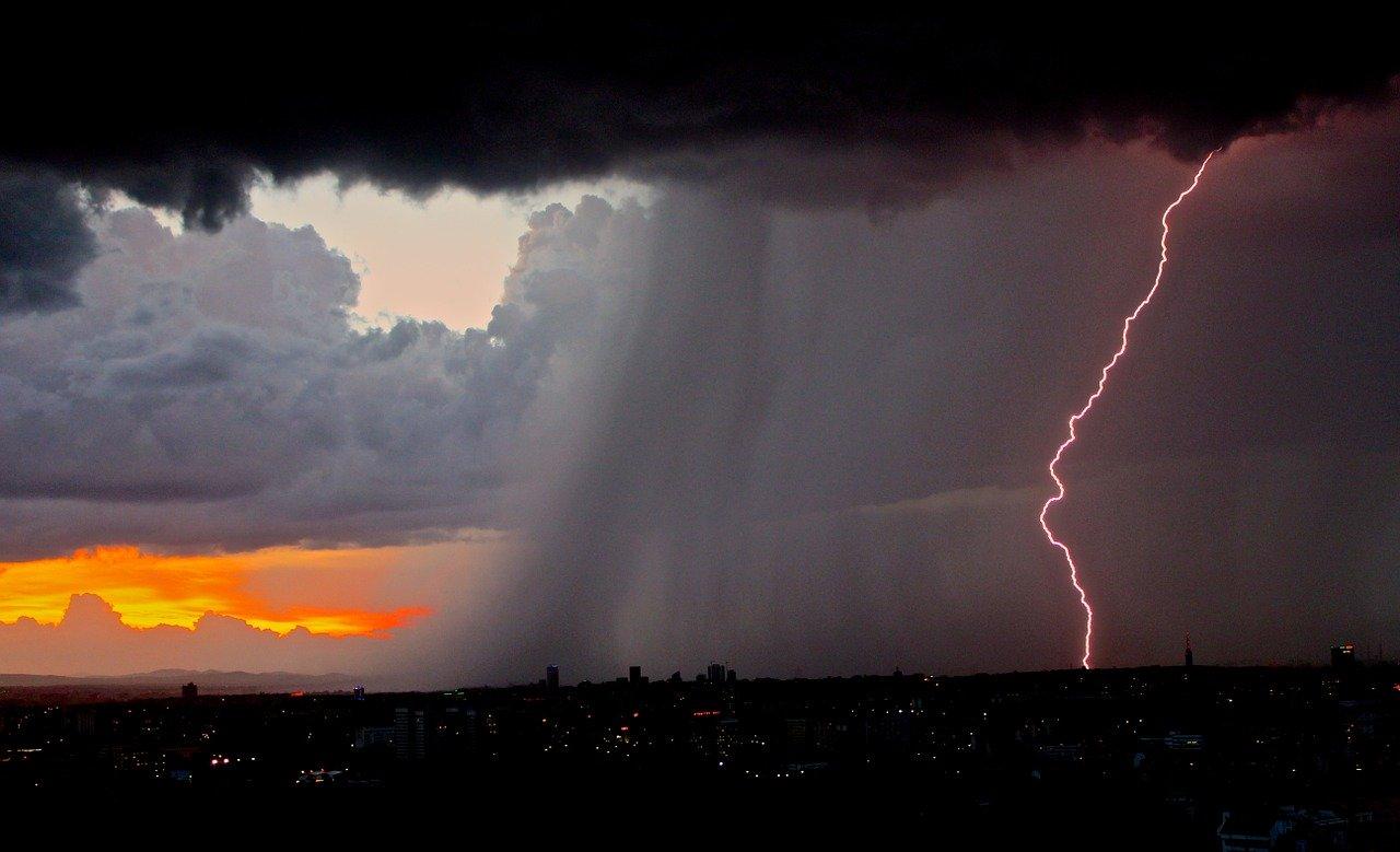 Ultimo weekend di maggio con forti temporali: fonte immagini PIXABAY