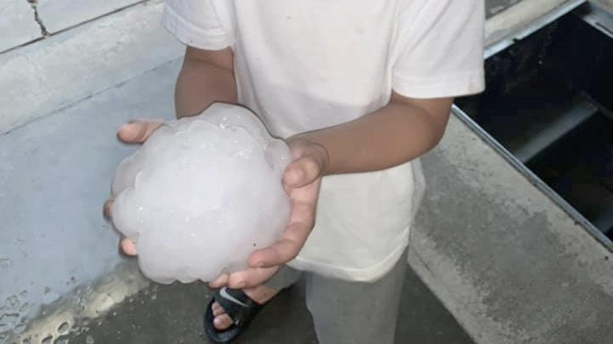 METEO - GRANDINE più grande di palle da BASEBALL si abbatte sulla città distruggendo tutto; il video di quanto avvenuto nel TEXAS