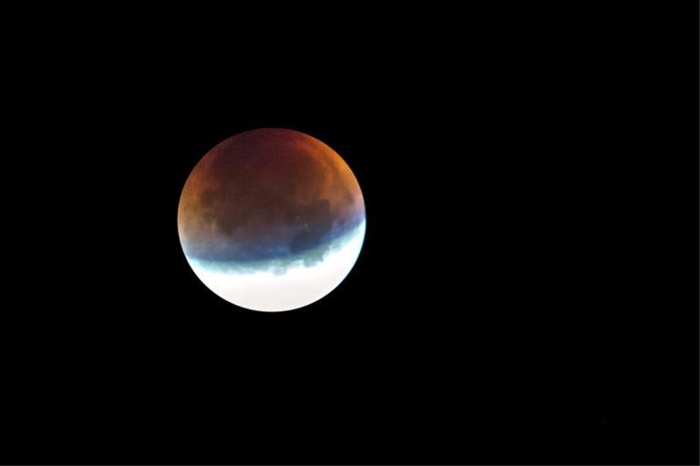 Eclissi lunare penombrale venerdì 5 giugno 2020, ecco come guardarla, orari e info