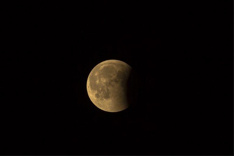 Eclissi di luna e sciame di stelle cadenti in arrivo a Luglio, ecco quando