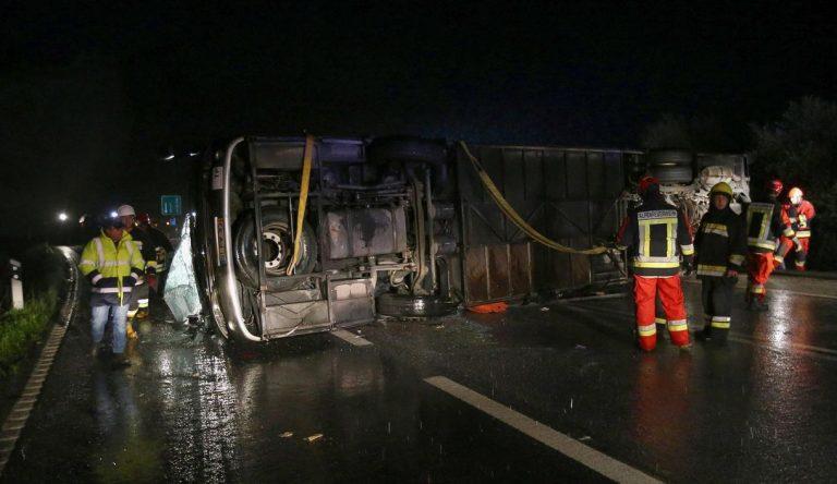 Autobus si ribalta e finisce in un burrone in Pakistan, si aggrava il bilancio: ci sono 10 morti e 30 feriti