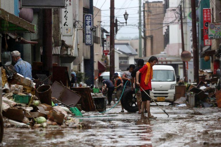 METEO – PIOGGE ALLUVIONALI devastano il Giappone, almeno 55 morti e oltre 1 milione di sfollati, VIDEO