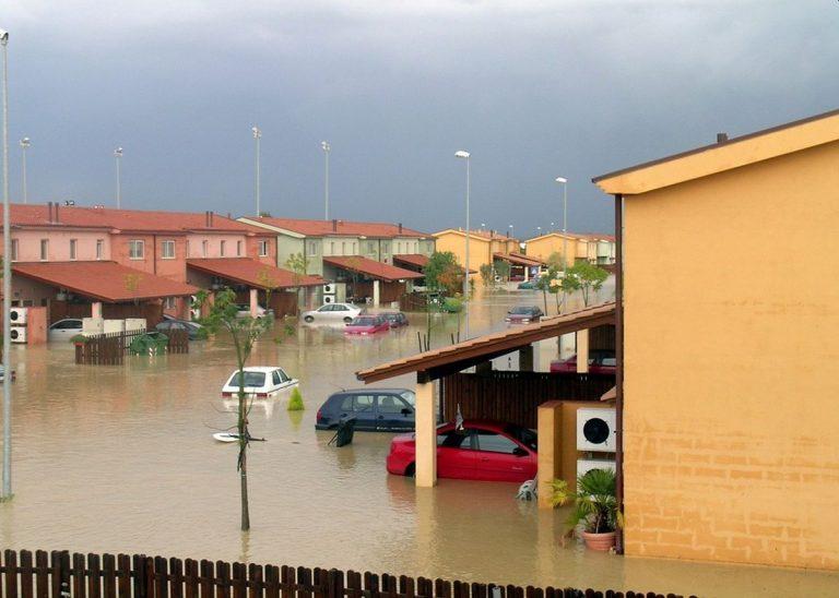 METEO – NUBIFRAGIO causa ALLAGAMENTI e danni in Cilento, a Pollica: disagi anche agli automobilisti