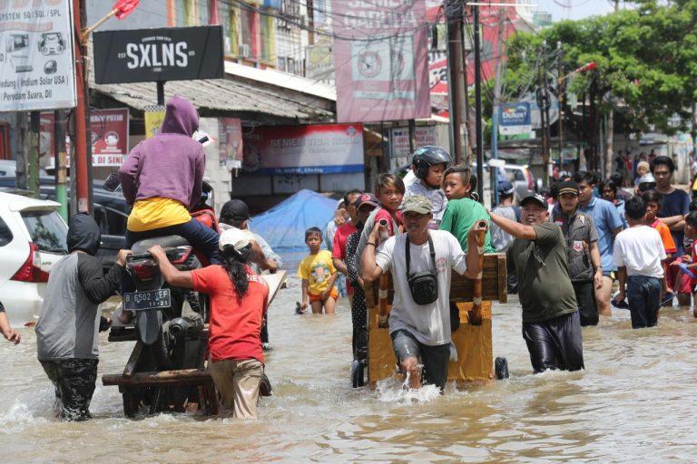 METEO – PIOGGE TORRENZIALI causano DANNI e FRANE in Vietnam: ci sono 11 morti e 12 dispersi, i dettagli