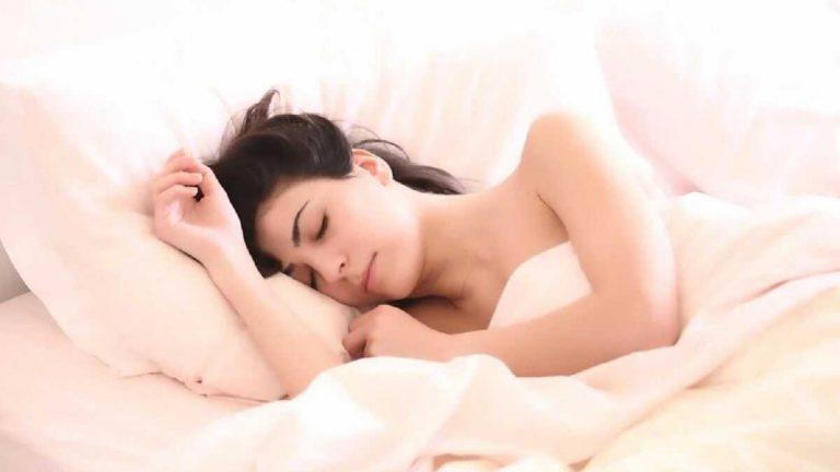 Queste sono le 5 posizioni più pericolose quando si dorme