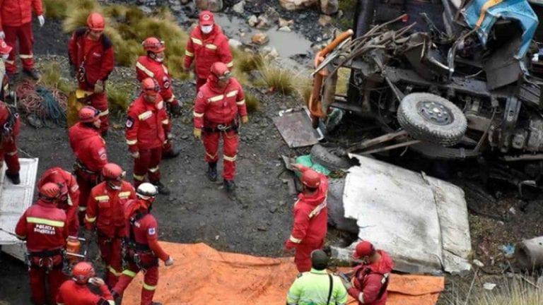 Autobus carico di passeggeri esce di strada e precipita in un burrone a Baitadi, in Nepal: 9 morti e 34 feriti