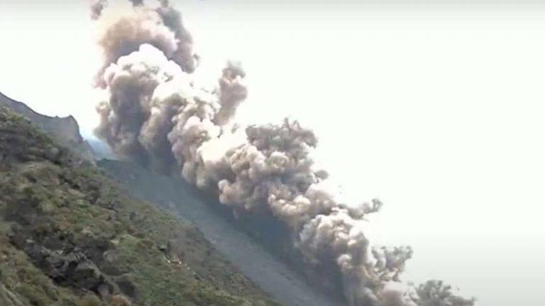 Stromboli, forte esplosione dal cratere e pioggia di cenere sull'isola – VIDEO