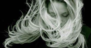 Caduta dei capelli, come prevenirla tramite la dieta: gli alimenti consigliati e quelli da evitare - Foto Pixabay