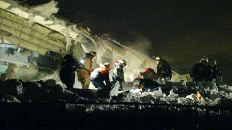 Boato e poi il terribile crollo di parte della casa a Shamli, India: almeno 4 morti, soccorsi sul posto