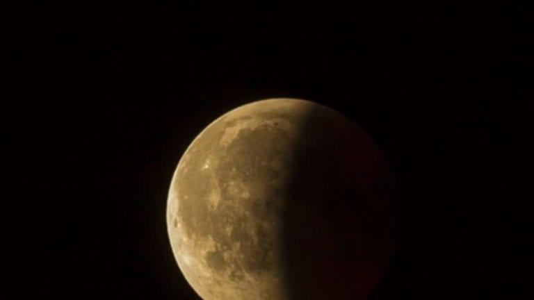 Eclissi di Luna di penombra in arrivo lunedì 30 novembre 2020, ecco tutte le info per osservarla