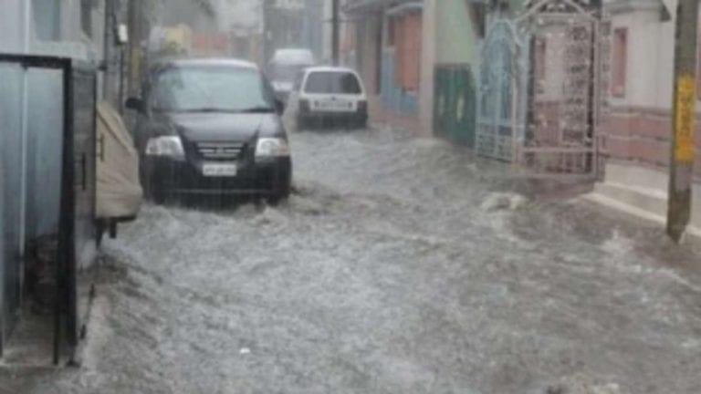 Allerta meteo in Liguria, diversi interventi per allagamenti, forti piogge a Genova: la situazione