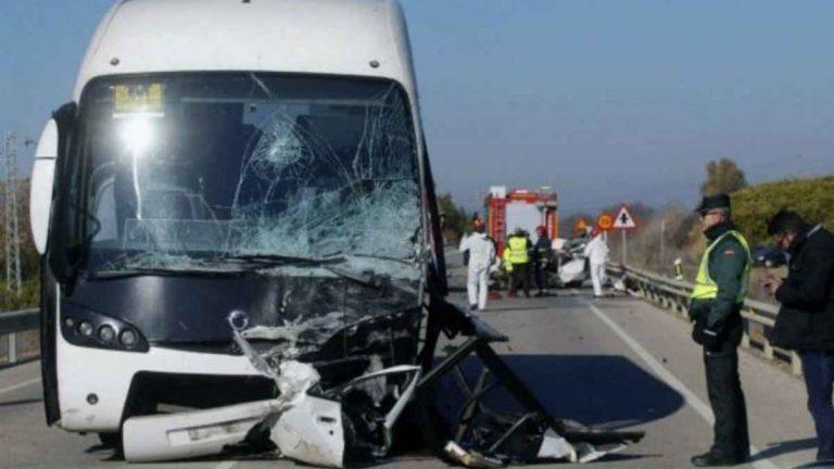 Autobus si schianta in Messico, a Polotitlàn: ci sono almeno 3 morti e 20 feriti. Ecco cosa è successo