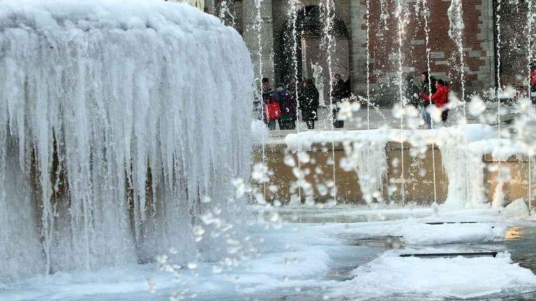 METEO – FREDDO RECORD in Siberia con TEMPERATURE inferiori ai -50°C; ghiaccia il fiume Mosca nella Capitale, ecco i dettagli