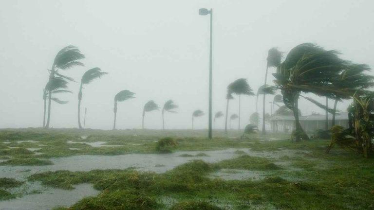 METEO – Violento MALTEMPO con forti VENTI e MAREGGIATE, sospesi collegamenti tra Termoli e Isole Tremiti