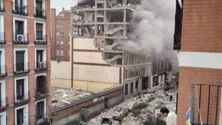 Madrid, devastante esplosione, palazzo smembrato: morti e feriti, cosa sta succedendo e i dettagli dell'incidente