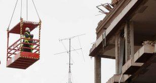 METEO - Il MALTEMPO flagella l'ITALIA: DANNI a Teramo, dove è crollato parte di un balcone, i dettagli