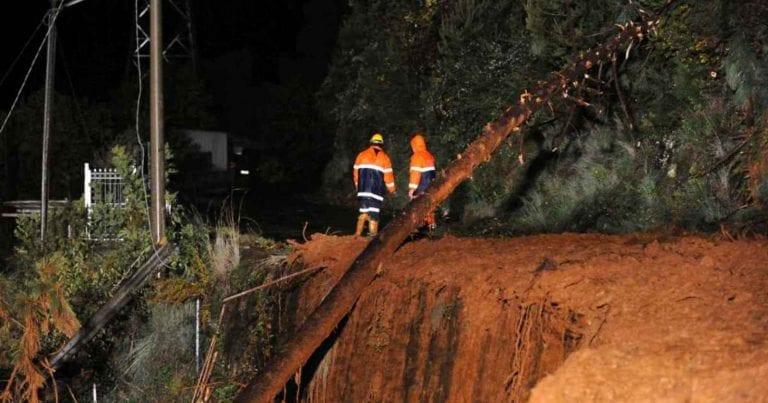 METEO – ENORME FRANA sulla Gardesana, nei pressi di Mori: si staccano 80 metri cubi di roccia, i dettagli