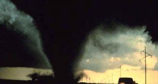METEO - Un TORNADO colpisce la Florida, negli Stati Uniti: DANNI ingenti all'aeroporto, i dettagli