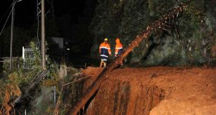 METEO - NUBIFRAGIO colpisce LIVORNO, Toscana, la città va in tilt con allagamenti e disagi