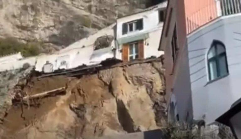 """METEO – Grossa frana sulla statale ad Amalfi, il Sindaco: """"Alcune case saranno evacuate"""". Ecco cosa è successo"""