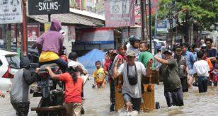 METEO - ALLUVIONE mette in ginocchio Giacarta, in Indonesia: dispersi e circa 1.300 sfollati