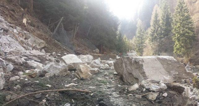 Crolla un costone roccioso, allerta sul Sebino: iniziate le prime evacuazioni