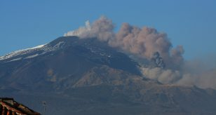 Etna, nuovo parossismo