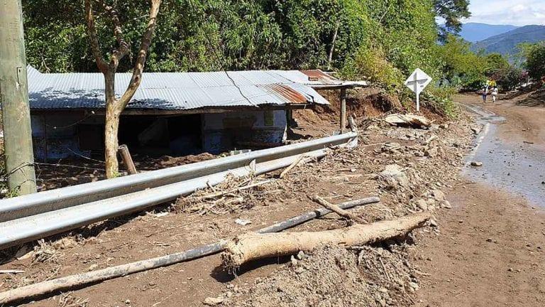 METEO – Violento MALTEMPO con FRANE e SMOTTAMENTI, CHIUSA AUTOSTRADA e altre strade nel Kashmir