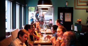 Coronavirus, bar e ristoranti riaperti dal 25 aprile? Il piano del Governo