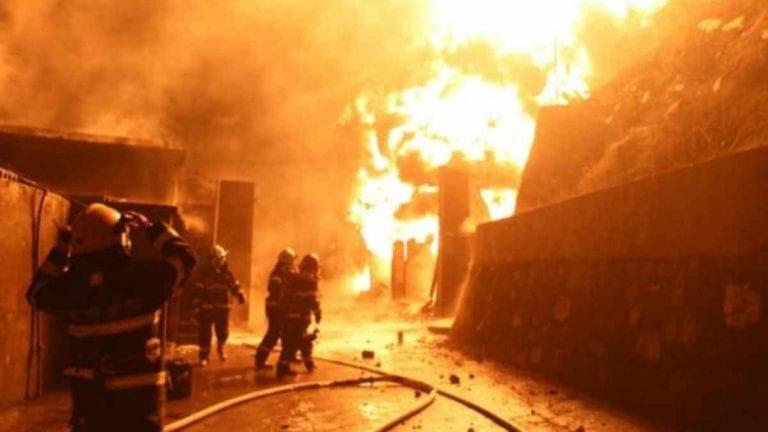 Violentissima e improvvisa esplosione dell'edificio causa almeno 8 morti nel nord-est della Cina: soccorritori in azione