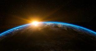 azzo cinese in caduta libera sulla Terra: previsto il possibile giorno dell'impatto. Tutti i dettagli