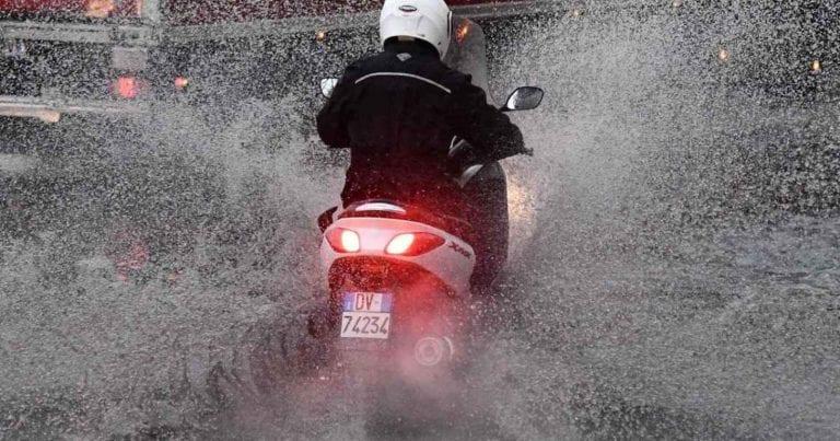 METEO – Violento TEMPORALE con GRANDINATA si abbatte a Trieste, ci sono DISAGI